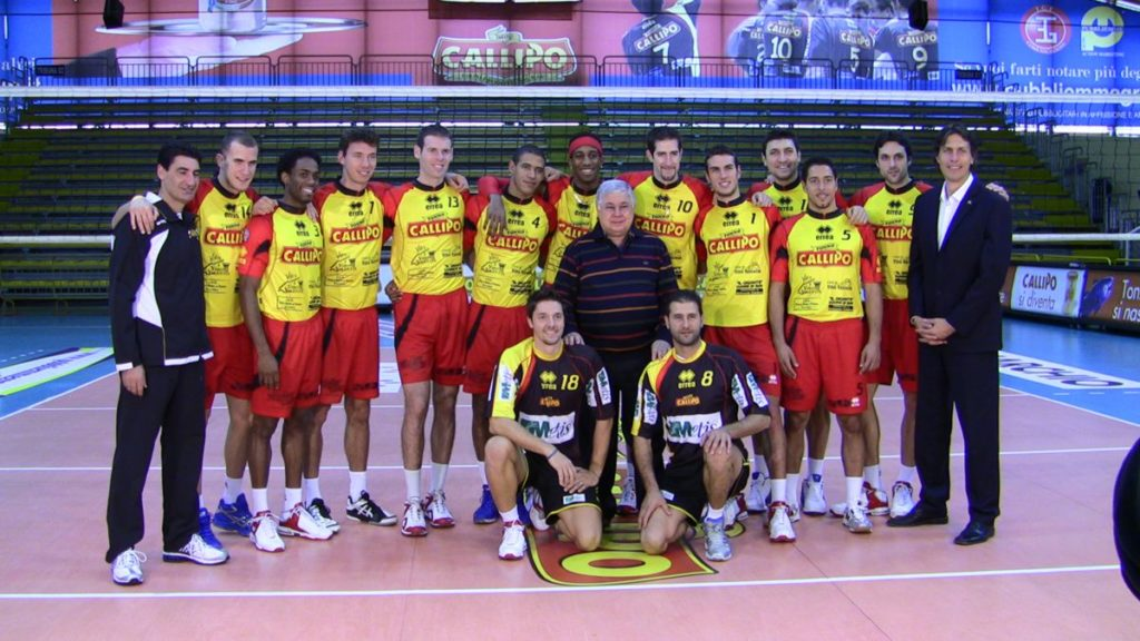 La squadra della Tonno Callipo Vibo Valentia con al centro Pippo Callipo